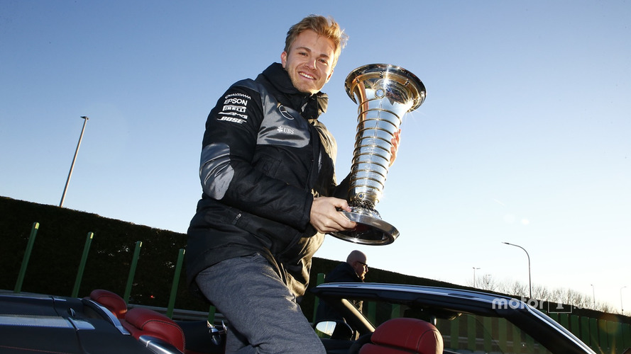 Why won't Mercedes name Rosberg's replacement until 2017?