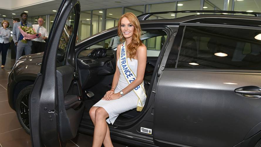 Miss France 2018 reçoit son Peugeot 2008