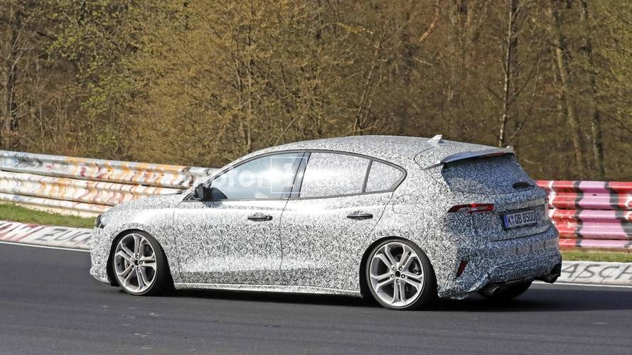 Ford Focus hot version prototype spy photo
