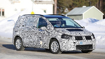 Next generation Volkswagen Touran spy photo