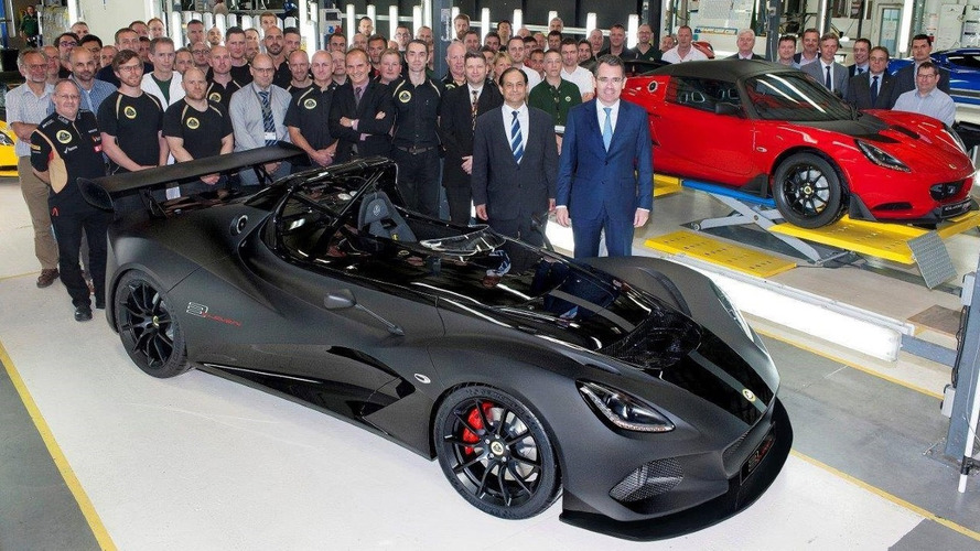 https://icdn-2.motor1.com/images/mgl/rAmEX/s4/lotus-3-eleven-and-elise-cup-250-start-production.jpg