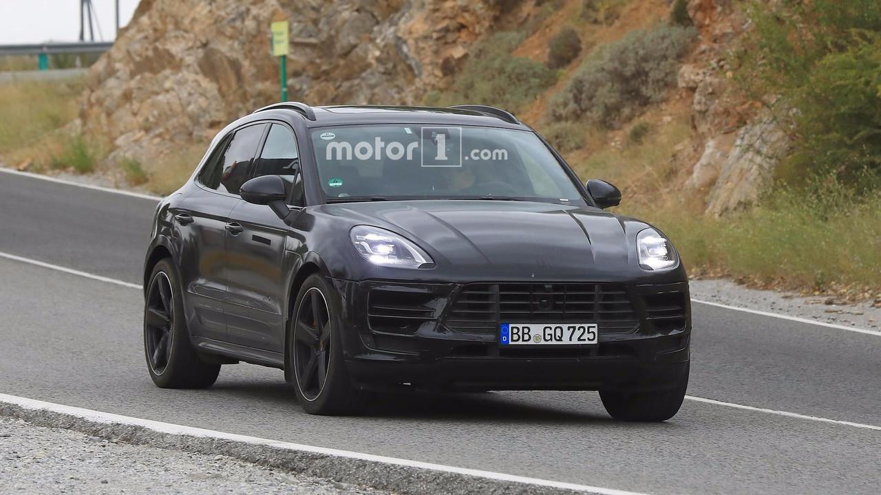 2018 Porsche Macan facelift spy photo