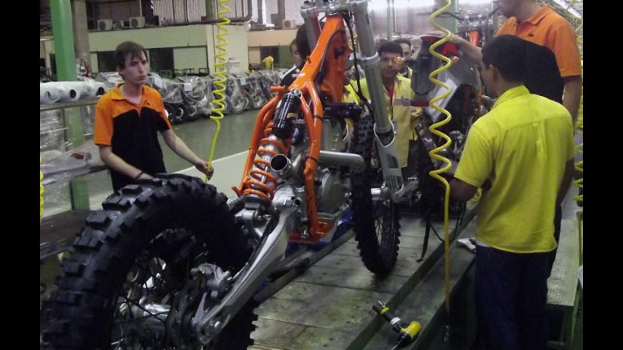 KTM no Brasil: primeiras motocicletas já foram montadas e passam por testes