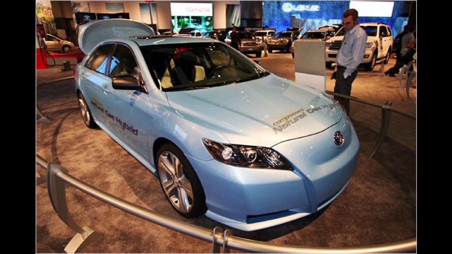 Toyota stellt Camry mit Erdgas-Hybrid-Antrieb in L. A. vor