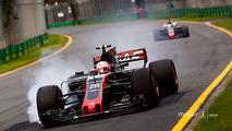 Kevin Magnussen, Haas F1 Team VF-17, locks a brake