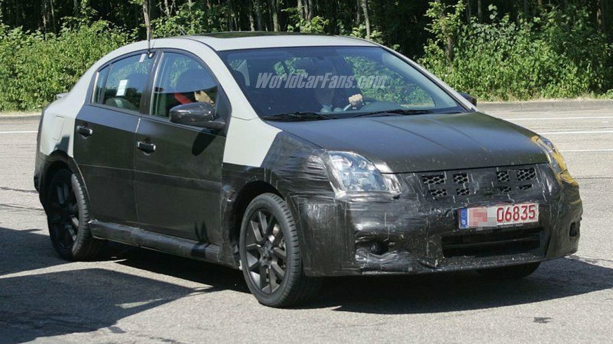 SPY PHOTOS: Nissan Sentra SE-R