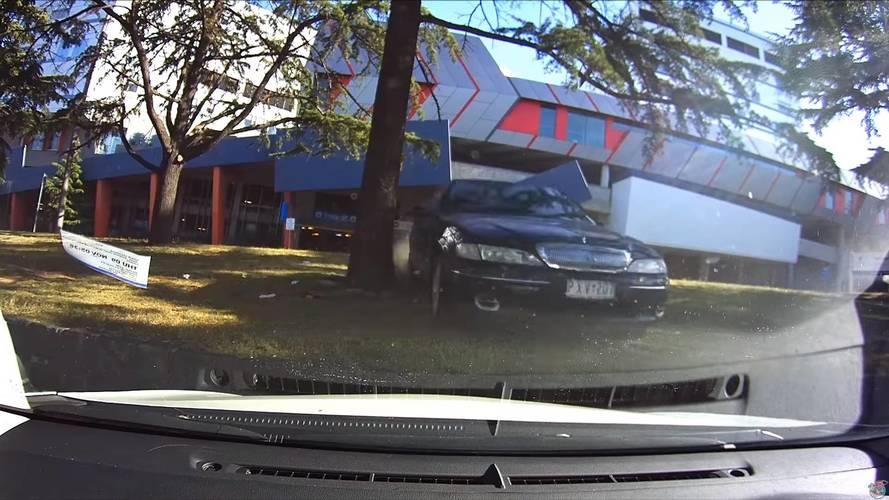 Ezúttal egy 96 éves férfi végzett pusztítást egy parkolóban