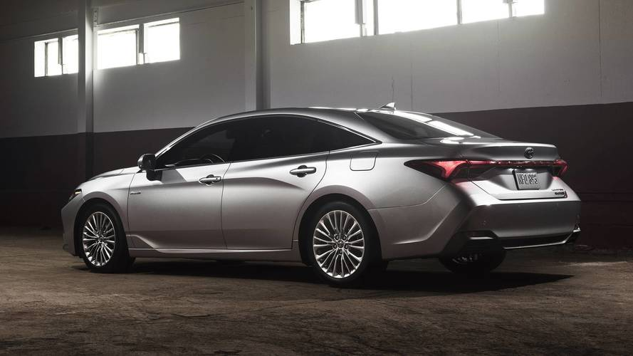 2019 Toyota Avalon Limited Hybrid photo