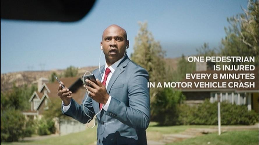 "Ford salva i ""petextrians"", i pedoni smartphone-dipendenti [VIDEO]"