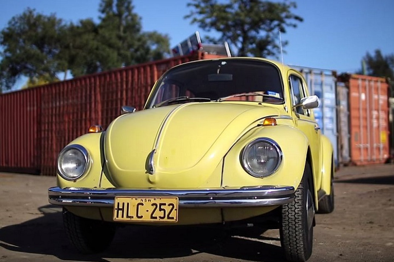Watch as a Modest Volkswagen Beetle Spanks a Porsche 911