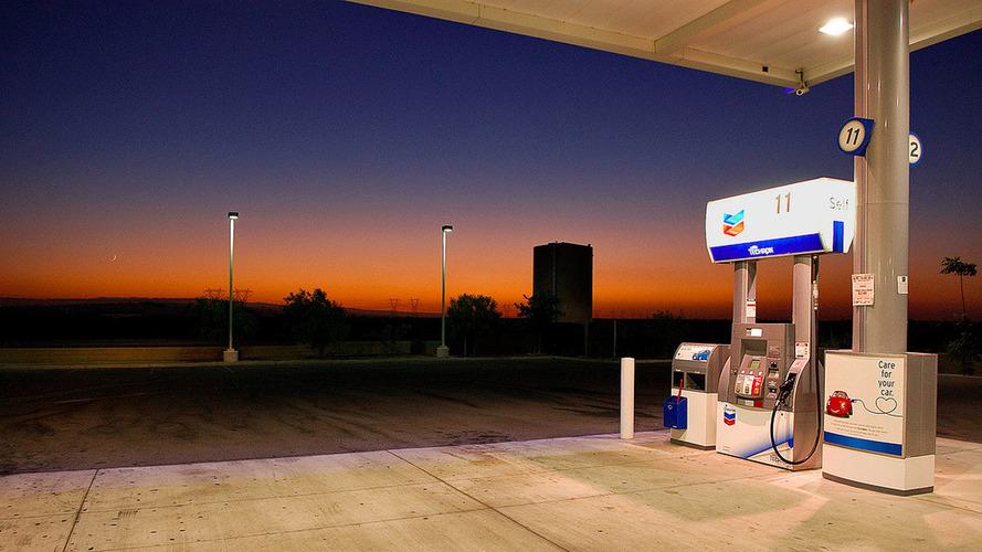 Holnaptól ismét emelkedik az üzemanyagok ára