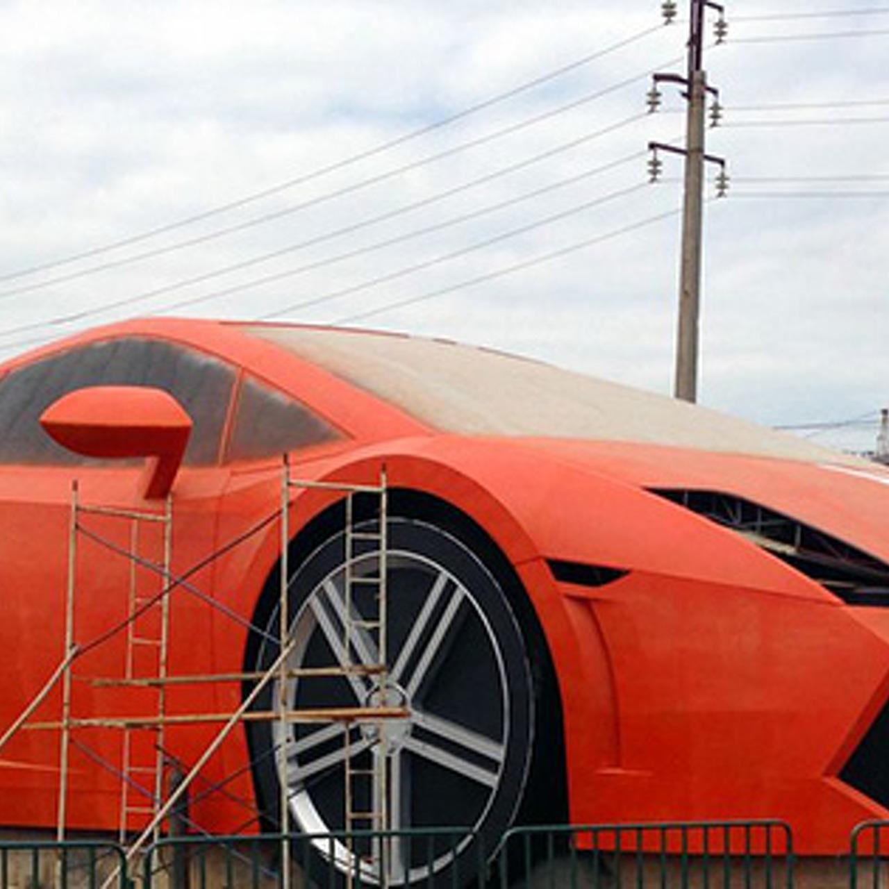 This Humongous Lamborghini Gallardo Statue Is an Extremely Odd Celebratory Gift