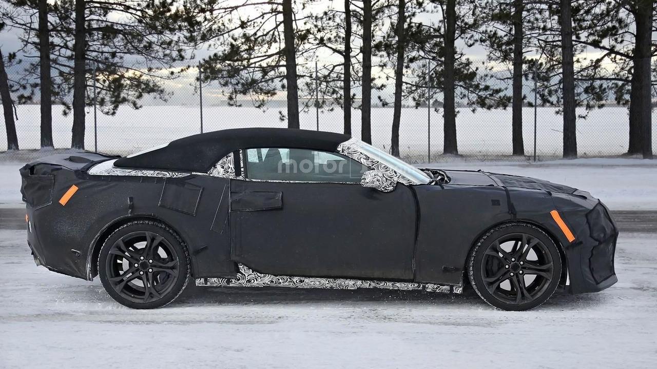 2017 Chevrolet Camaro ZL1 Convertible spy photo