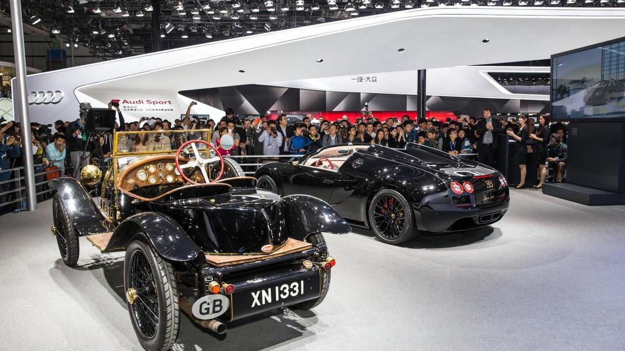 bugatti veyron grand sport vitesse black bess brings a golden glow to beijing. Black Bedroom Furniture Sets. Home Design Ideas
