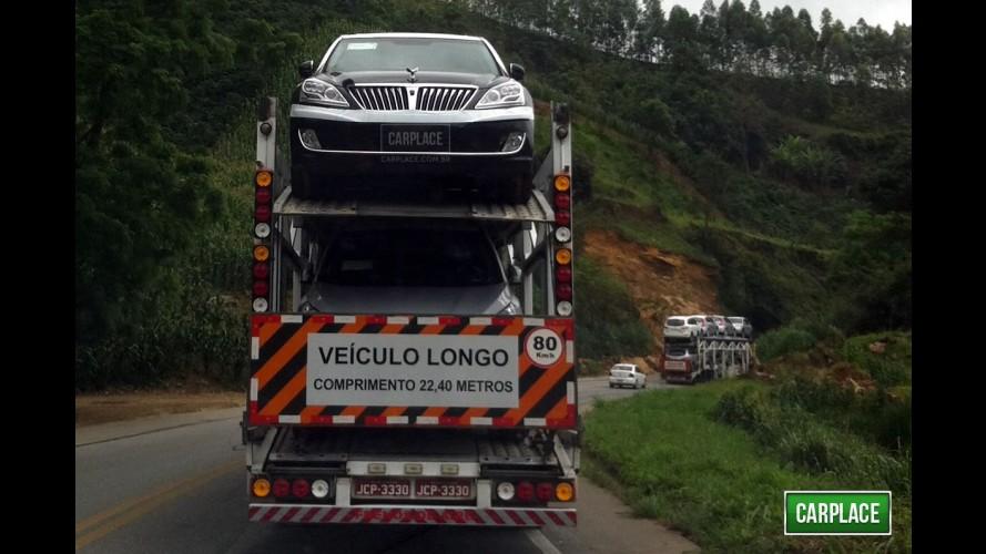 Hyundai Equus é flagrado no Brasil - Sedã de luxo é o modelo mais caro da marca no mundo