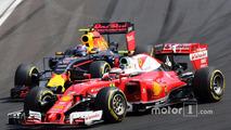 Kimi Raikkonen, Ferrari SF16-H and Max Verstappen, Red Bull Racing RB12 battle for position
