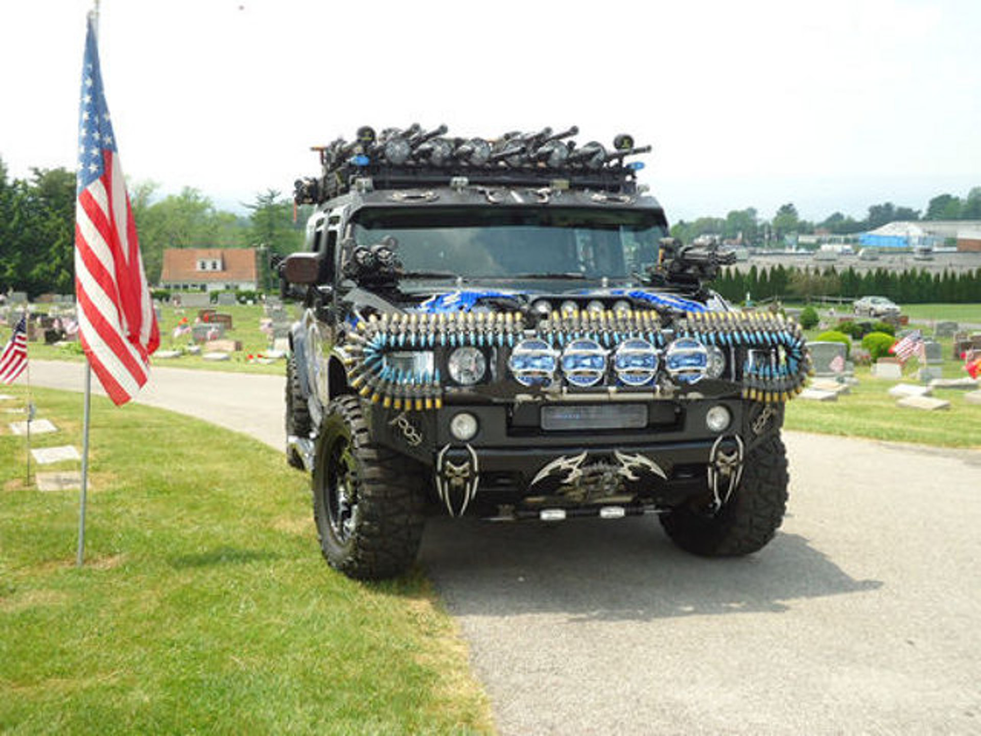 eBay ! of the week: Hummer H2 Black Knight