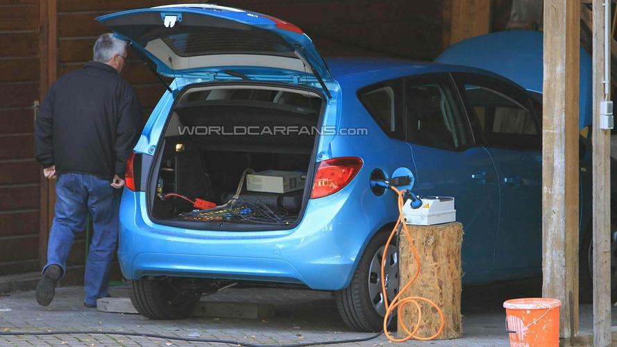 Opel Meriva spied as Battery Electric Vehicle (BEV)