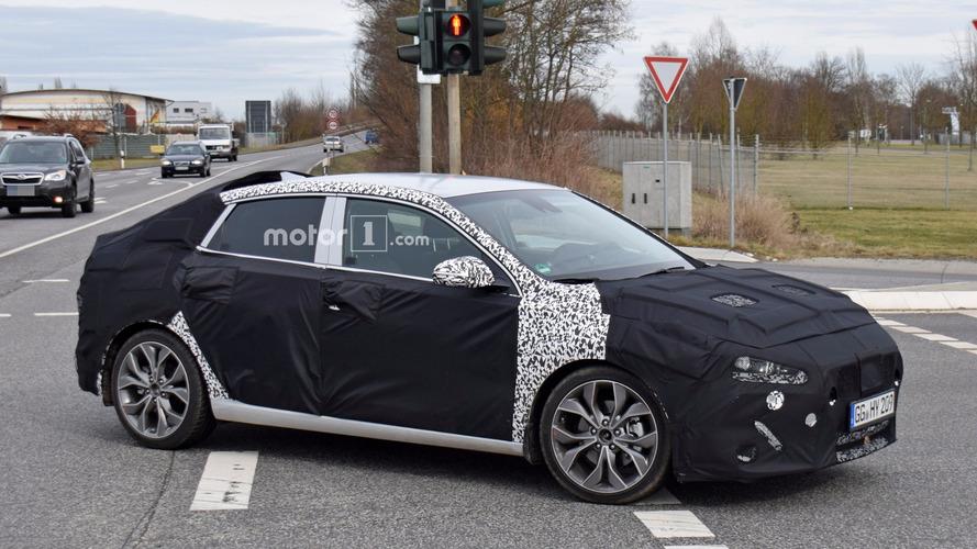 Flagra! - Hyundai i30 Fastback 2018 é visto pela primeira vez
