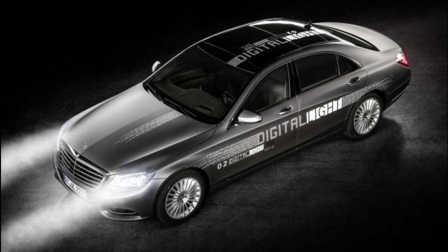 Mercedes, i fari Digital Light segnalano anche la direzione