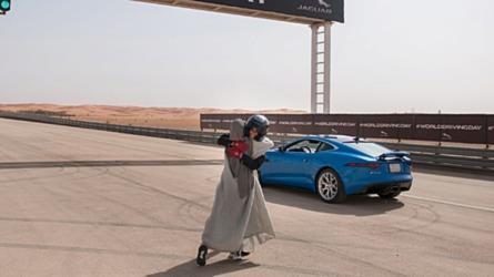 Történelmi pillanat: mától már a szaúdi nők is vezethetnek autót