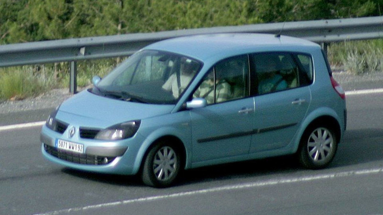 More Renault Scenic Facelift Spy Photos